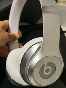 Beats Solo3 Bluetooth Wireless Headphones – Silver White