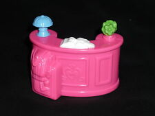 Fisher Price Sweet Streets Dollhouse Hotel Pink Check in Counter Lamp Suitcase