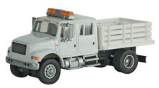 11895 Walthers SceneMaster International 4900 Open Stake Bed Utility Co Truck