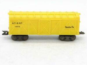 Marx Trains O Gauge Yellow Santa Fe 13975 Cattle Car on Scale Trucks