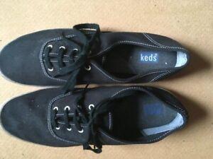 Vintage Retro Black Lace up Keds Plimsolls size Adult 10