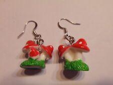 Ohrringe mit rot weißen kleinen und großen Fliegenpilzen aus Kunststoff 2137