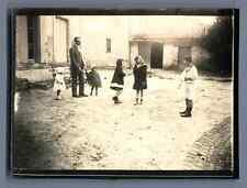 Jeux d'enfants, vers 1915 Vintage silver print  Tirage argentique  9x12