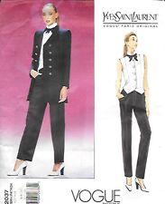 Le Smoking smoking YVES SAINT LAURENT Veste Pantalon YSL Vogue Paris Original