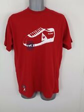 BNWT MENS LE COQ SPORTIF RED GRAPHIC LOGO SHORT SLEEVED CREW NECK T SHIRT SMALL