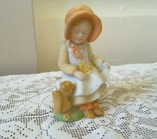 Designers Collection  HOLLY HOBBIE Gitl Figurine Sitting with Bonnet