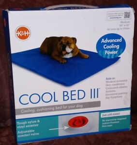 """K&H Pet Product Cool Bed III Thermoregulating Pet Bed Medium Blue 22"""" x 32"""" 60lb"""