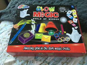GLOW MAGIC WORLD OF WONDER GLOW IN THE DARK MAGIC TRICKS