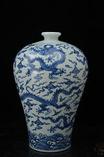 Rare Beautiful Chinese  blue and white porcelain dragon vase