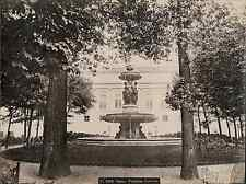 France, Paris, fontaine Louvois  vintage albumen print. Tirage albuminé  20x