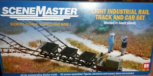 Walthers HO - Scenemaster Light Industrial Rail & Track & Car Set -  949-3007