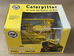 New Spec Cast CUST-1432 1:16 Caterpillar D4 Tractor with Bulldozer and Winch