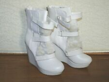 Juicy Couture  Cream Ivory Women's Platform Wedge Faux Fur Boots  Size:9 1/2