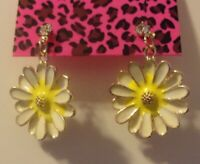 NWT BETSEY JOHNSON SUNFLOWER DAISY ENAMEL CRYSTAL STUD EARRINGS