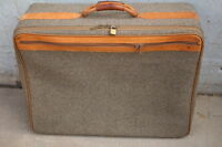Vintage HARTMANN Brown Tweed Leather Belting Full-Size Suitcase Luggage 26x20x10