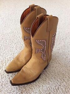 FRYE DAISY DUKE Tan Vintage Gold Western Boots 77788 Pink Gem Crystals Size 8 M