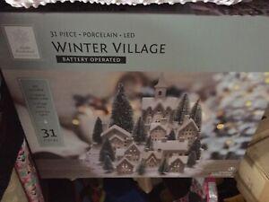 WINTER WONDERLAND 31 piece Porcelain led Winter Village Battery-Operated