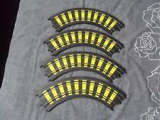 """4x Tyco ho 00 1/64 slot car Track 90 Degré 9"""" courbes avec des marques jaunes B5877"""