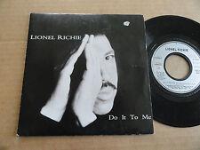 """DISQUE 45T DE LIONEL RICHIE  """" DO IT TO ME """""""