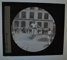 ~ 1910 Glasplatten-Dia 10 x 8,5 cm Hochsprung über Schnur