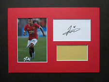 MANCHESTER UNITED JESSE LINGARD HAND SIGNED A4 MOUNTED CARD & PHOTO DISPLAY- COA