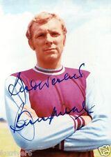 BOBBY MOORE Signed Photograph - West Ham United & England - Preprint
