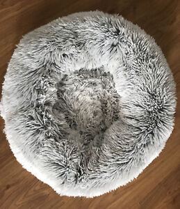 Friends Forever Luxury Pet Calming Bed For Dogs Cats Faux Fur Anti Anxiety Bed
