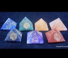 Reiki ENERGÍA CARGADO CRISTAL PIRÁMIDE Reiki signo grabado Conjunto de 7 Cristal Piedra