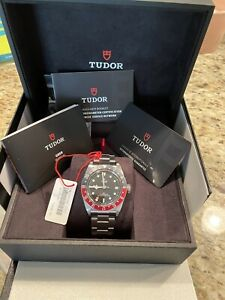 TUDOR Black Bay Men's Black Watch with Arrow Markers/Baton Indexes/Round Indexes