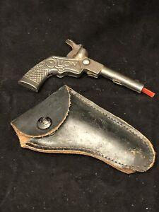 "SUPER RARE HUBLEY ""LION"" 3.25"" CAST IRON SINGLE SHOT CAP GUN C.1920  W/ HOLSTER"