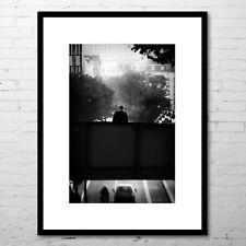 """Photographie d'art (+cadre 40x30 cm) - """"L'HOMME SUR LE PONT"""" (noir et blanc)"""