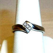 10K WHITE GOLD RING WITH 3 DIAMONDS NICE! Ring is marked r j for Affinity Diamon