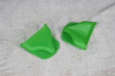Deux manique pour la cuisine en silicone vert (Four)