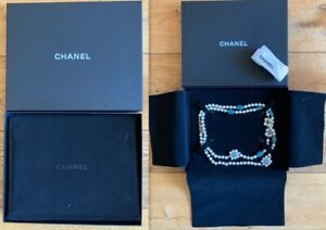 Original CHANEL Gripoix glass paste flowers and pearly beads Sautoir