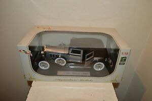 VOITURE SIGNATURE MODELS 1930 PACKARD  LE BARON  DIE-CAST NEUF 1/18