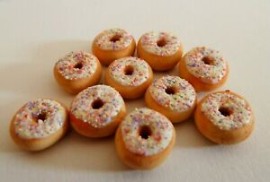DOLLS HOUSE MINIATURE FOOD 1:12 10 X WHITE FROSTED DONUTS COMBINED P+P