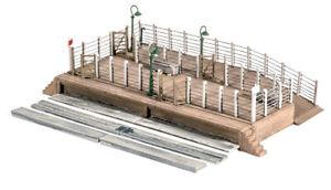 Ratio 502 OO Gauge Cattle Dock