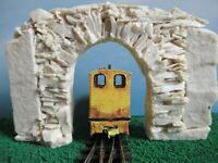 009/HOe rough stone tunnel or mine entrance - Unpainted