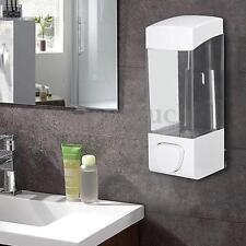 Distributeurs et porte-savons blanche sans marque pour la salle de bain