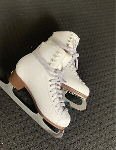 Jackson Mystique ladies size 5C figure skates.