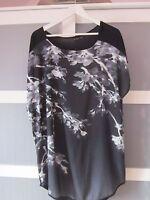 Shirt Tunika mit Blumenmotiv Schwarz/Grau/Weiss Gr. 48/50  Body Flirt