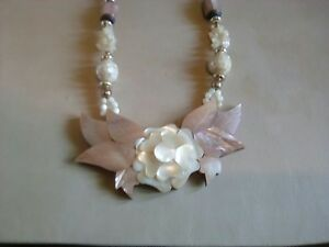 Stunning    statement bib necklace with   inlaid flower mother of pearl necklace