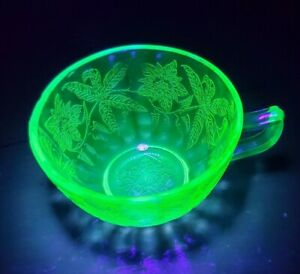 Jeannette Floral Poinsettia Green Depression Glass URANIUM Tea Cup GLOWS BRIGHT