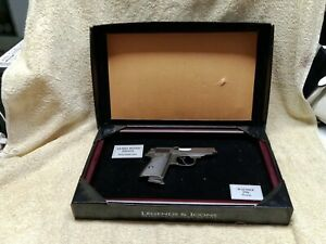 LEGENDS @ ICONS - JAMES BOND WALTHER PPK LIMITED EDITION COLLECTABLE