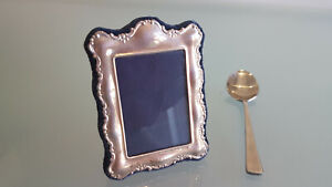 STERLING SILVER MINIATURE PHOTO FRAME VERY DECORATIVE. 3.4cm HIGH 2.7 WIDE. NICE