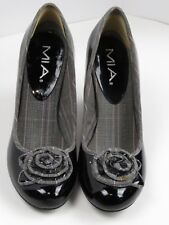 MIA Bloom  flower black Patent Leather womans Shoes  size US 7 1/2. (A)