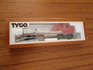 Tyco Santa Fe 4015 Lighted Diesel Engine HO Train NOS in Box
