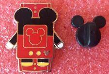 Pins DISNEY Mickey Mouse dans Porte Bébé Salopette