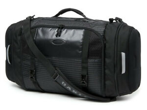 Oakley Link 35 Litre Duffle Bag - Jet Black offers spacious, specialised storage