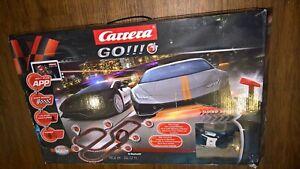 CARRERA Rennbahn Go Plus- Night Chase mit 2 Autos